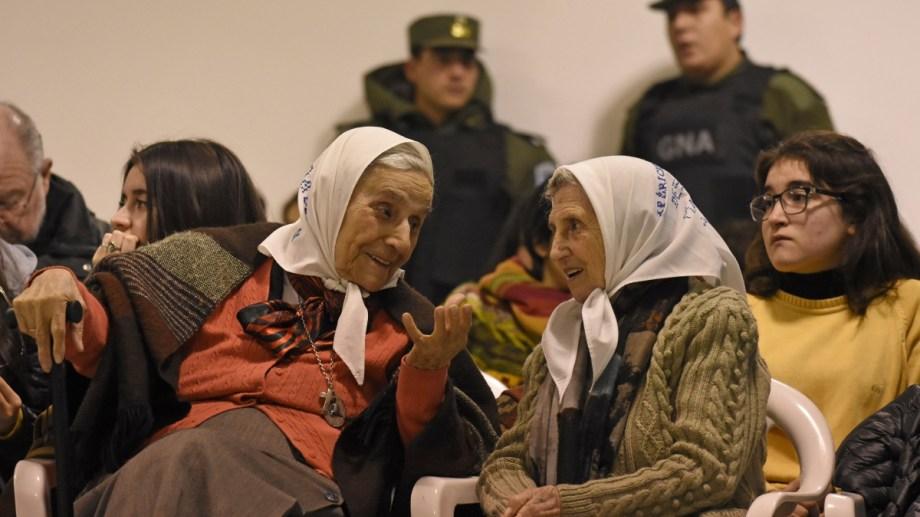 """Las Madres de Plaza de Mayo, filial Neuquén, serán honradas con el """"Honoris Causa"""". (Foto: Florencia Salto)"""