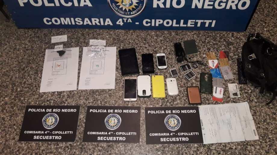 Cipolletti: Allanaron una casa y encontraron cosas robadas en el centro, municiones y droga. Foto: Gentileza