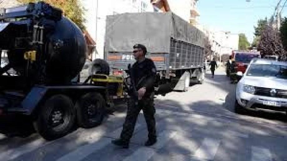 Uno de los operativos por amenazas de bomba el año pasado. Foto: archivo