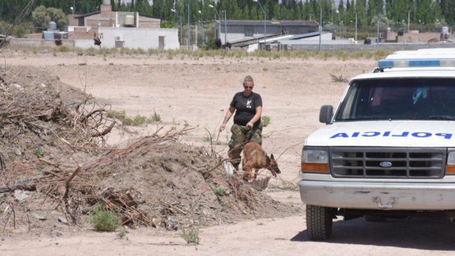 La Brigada de Canes también participó del levantamiento de rastros. (Foto: Alejandro Carnevale)