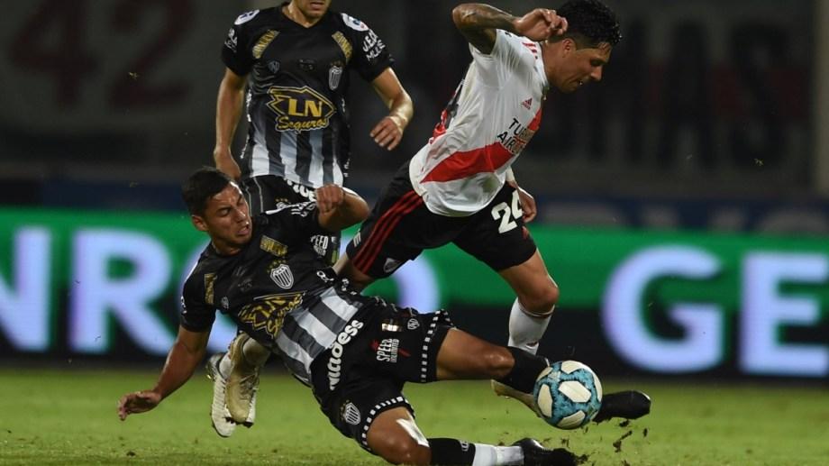 Pérez cayó mal y se esguinzó el hombro. Igual estaría en la final. (Foto: @RiverPlate)