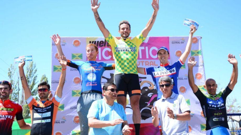 """Claudio """"Chiquito"""" Flores fue el mejor en la sumatoria de las tres etapas de competencia y se alzó con el título."""