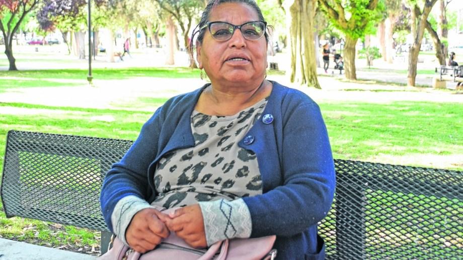 Francisca Díaz vino hace 14 años a visitar a su hija, y se quedó.