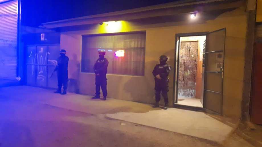 Un operativo de la Policía Federal en local que tenía como pantalla un pool en Bariloche logró rescatar víctimas de trata de personas. Gentileza