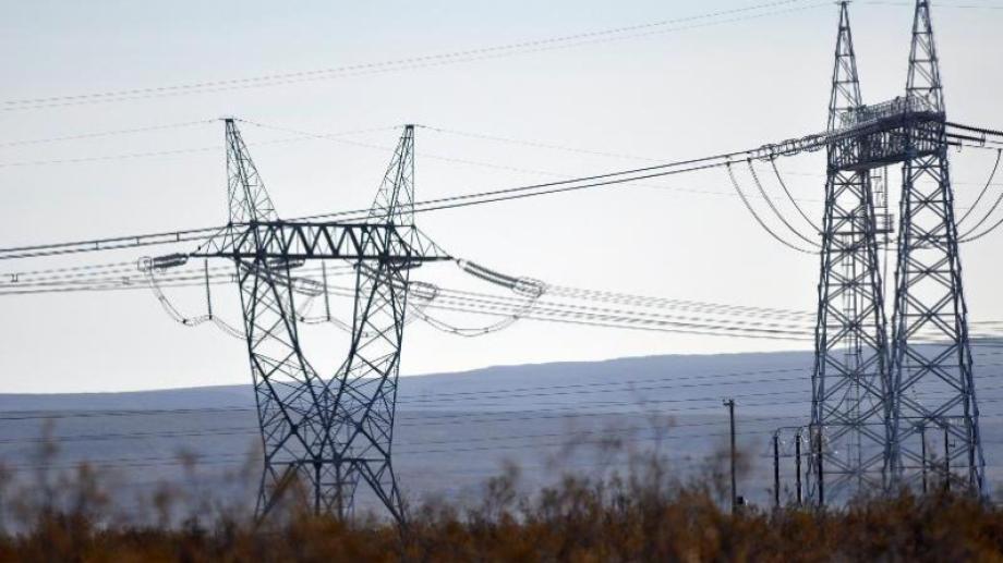 Por el congelamiento de las tarifas, los usuarios abonan solo el 42% del costo de la energía eléctrica.