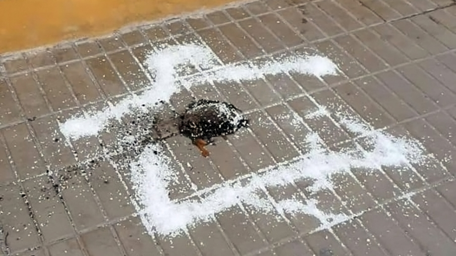 Un comerciante cipoleño se topó este viernes, con restos de lo que consideró un ritual religioso. Foto: Gentileza