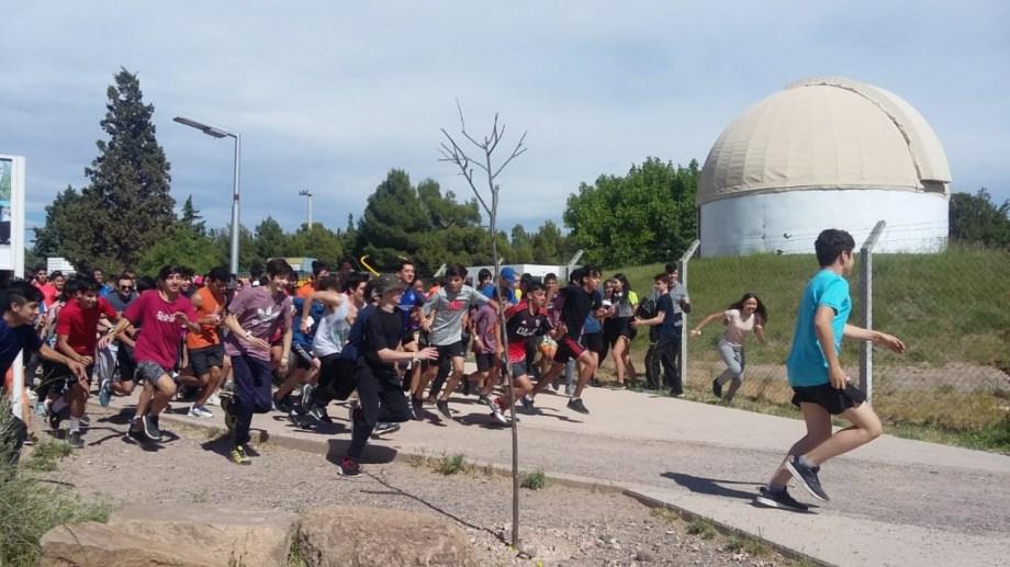 Aire libre y recreación, una conjunción estimulante para los alumnos de la EPET 14. Foto Gentileza EPET 14