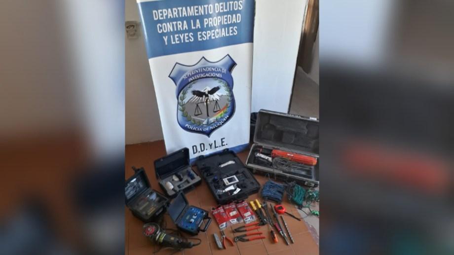 La policía recuperó los elementos robados y los devolvió a la empresa Pecom. (Foto: Gentileza.-)