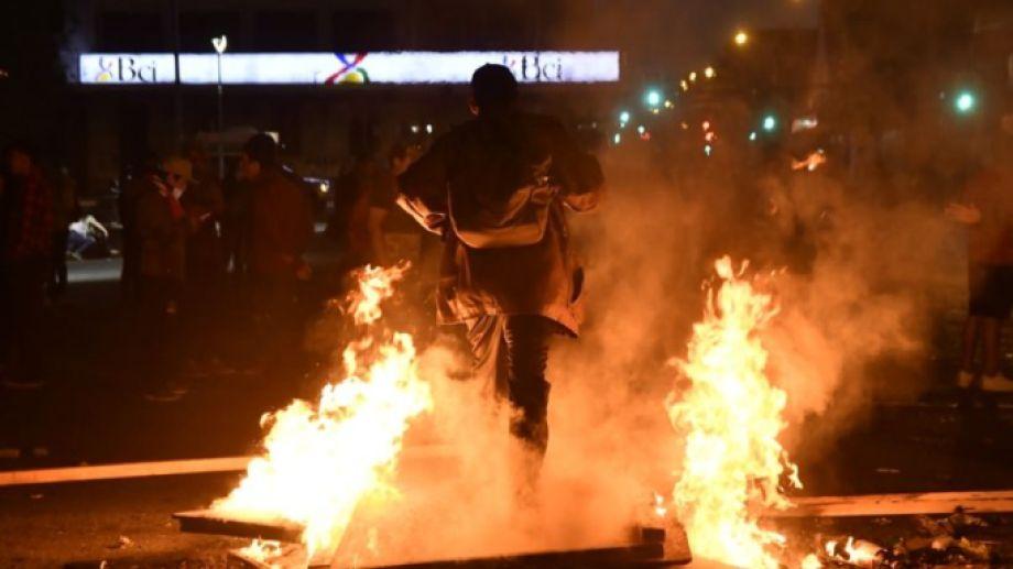 Se vivió en Osorno, Chile, una noche con incidentes e incendios en el centro de la ciudad. Foto gentileza Soy Chile.