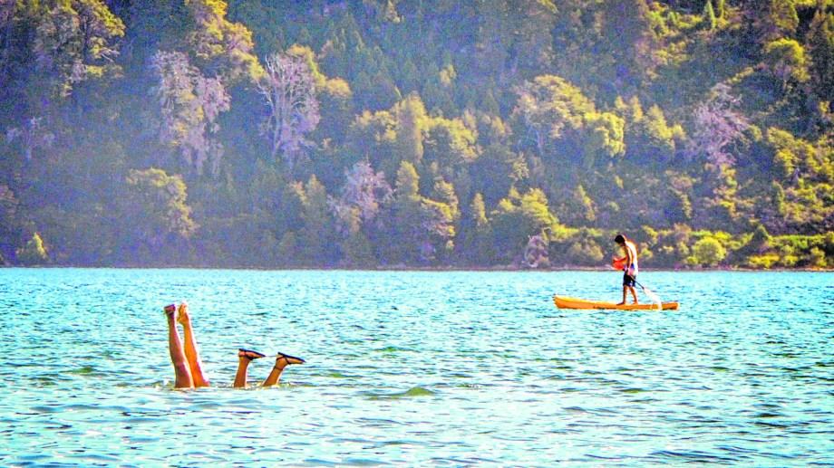 Un adolescente casi se ahogó en el lago Lolog y tuvo que ser trasladado a Neuquén por la complejidad del cuadro. (Foto: Archivo- Patricio Rodriguez).