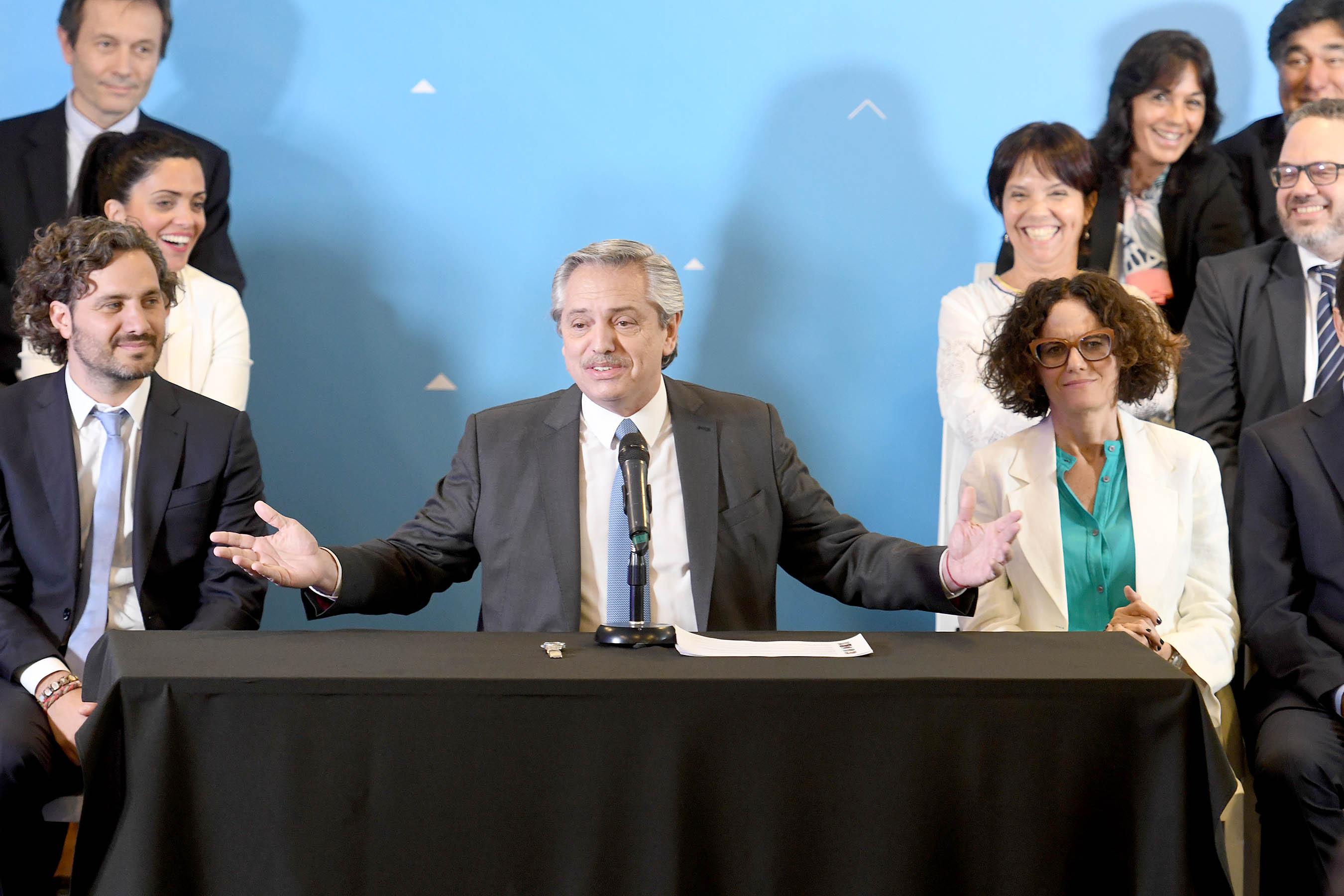"""Alberto Fernández dijo que convocó a su gabinete para """"la epopeya de hacer  otro país"""""""