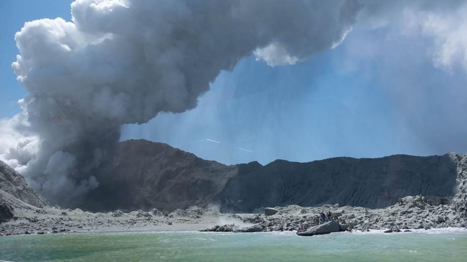 Al menos cinco personas murieron tras la erupción del volcán Whakaari, en Nueva Zelanda.