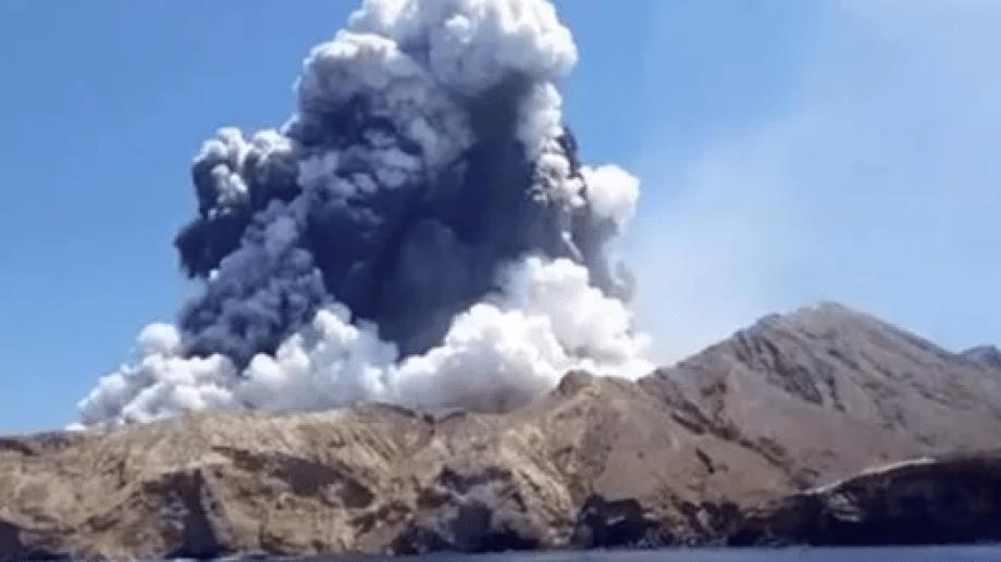 Las autoridades de Nueva Zelanda pusieron en marcha una investigación sobre la erupción del volcán Whakaari, que podría haber acabado con la vida de al menos 14 de las 47 personas, en su mayoría turistas, que se encontraban en la isla deshabitada del noreste del país en el momento de la tragedia.