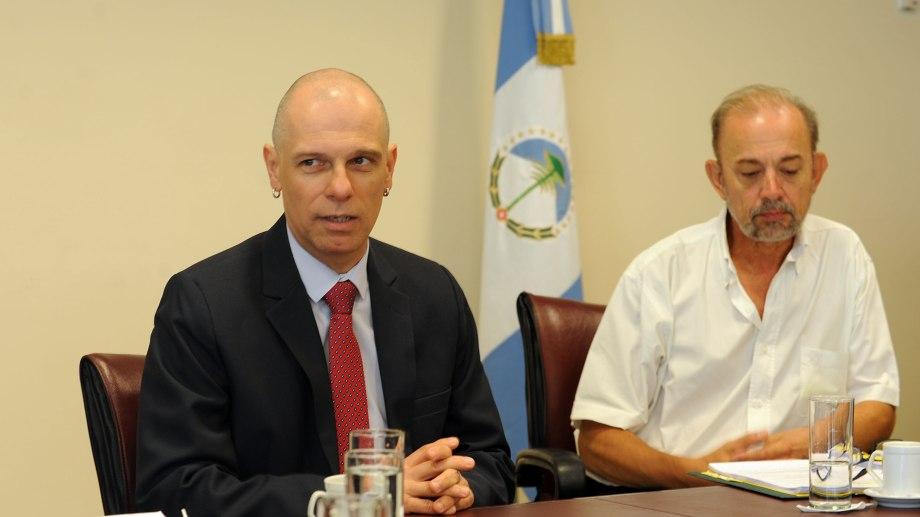 Seisdedos, a la izquierda, junto a Pilatti, cuando estuvo en la comisión A. El diputado fue el abanderado de su pliego. Foto gentileza.
