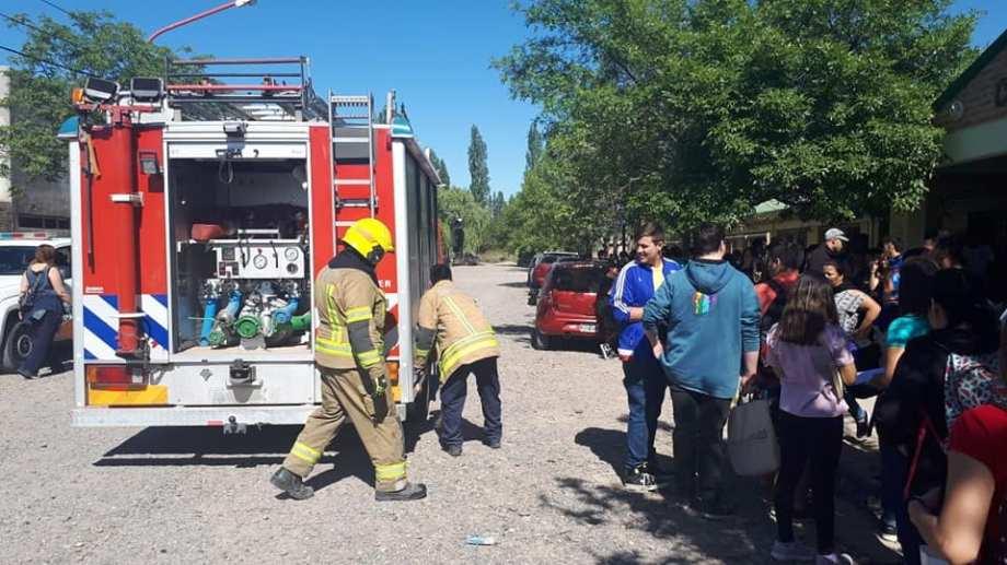 Evacuaron una escuela cipoleña por la explosión en el laboratorio