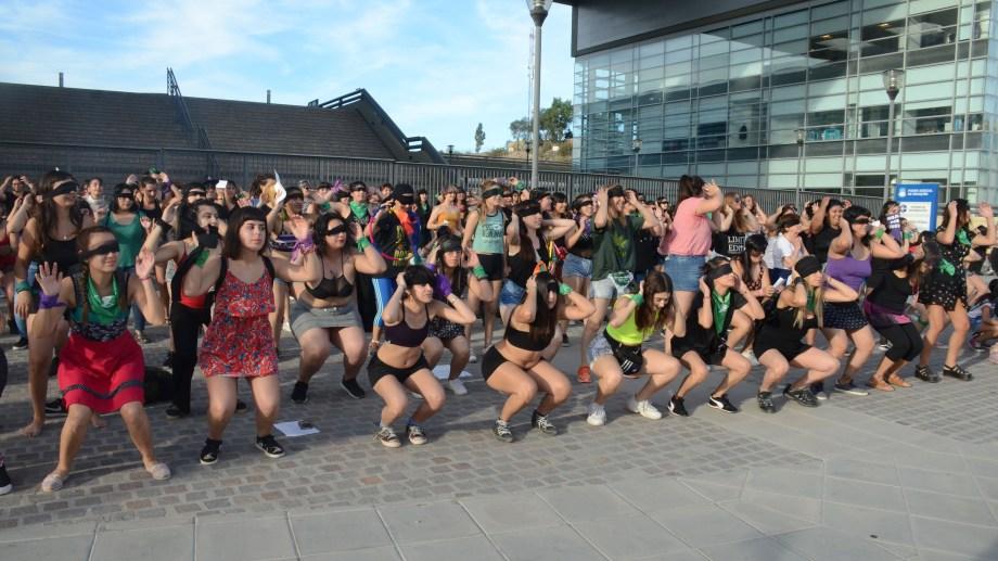 "Performance de ""El violador eres tú"" en Neuquén. Foto: Yamil Regules"