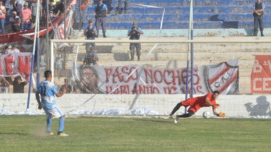 Arregui fue el héroe de la tarde al atajar dos penales (Foto: Yamil Regules)