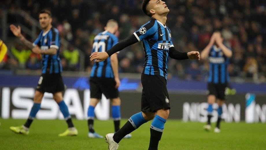 A Lautaro Martinez le anularon un gol cuando el Inter vencía 1-0 a la Fiorentina, que igualó antes del final.