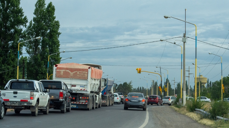 Quejas y reclamos por el semáforo de Ruta 151 y Mariano Moreno. (Foto gentileza)