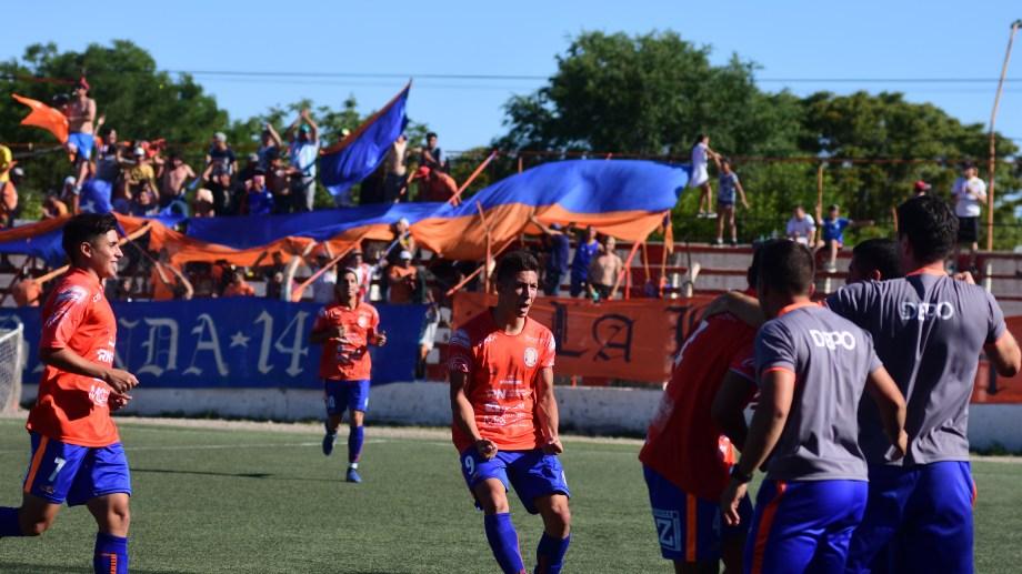 Gómez abrió la cuenta en el primer tiempo. (Fotos: Emiliana Cantera)