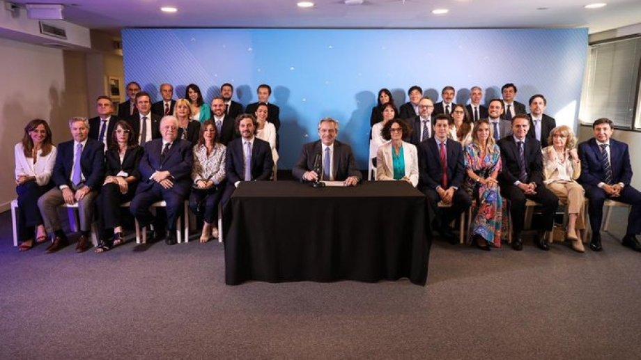 El gabinete fue armado entre Alberto y Cristina Fernández, que también designó algunos funcionarios.