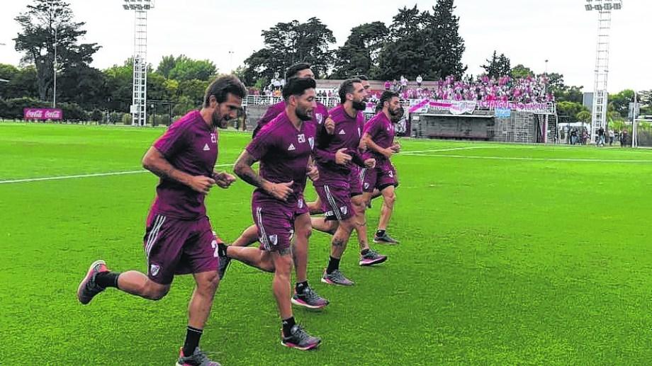 El equipo de Gallardo va por la Copa Argentina a Mendoza y en enero hará la pretemporada en San Martín de los Andes.