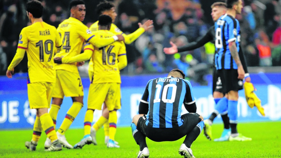 Lautaro Martínez lamenta la eliminación del Inter en casa. (Foto/AP)