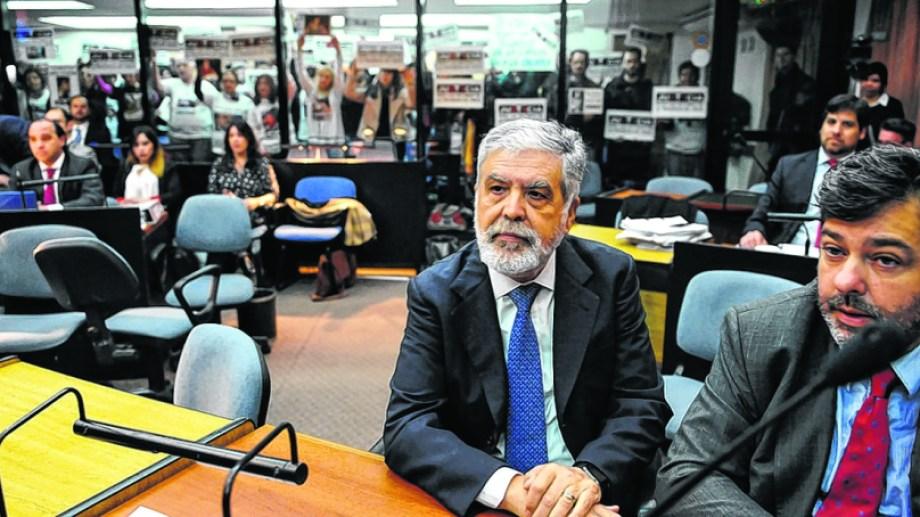 Julio De Vido, ministro de Planificación del kirchnerismo. Seguirá las causas pendientes desde su casa, con tobillera electrónica. Foto: Archivo