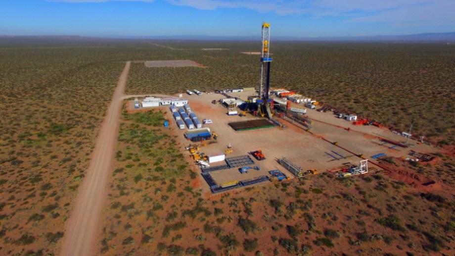 La firma mostró el avance de la productividad de sus pozos en Vaca Muerta, pero también el impacto de la crisis petrolera.