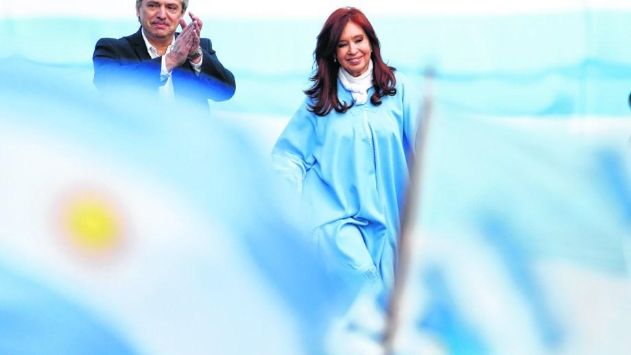 Fernández y Fernández de Kirchner. Presidente y vice darán un discurso en Plaza de Mayo por la tarde. (Foto: AP)