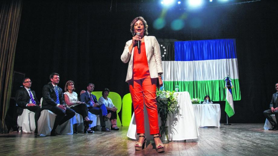 La gobernadora Carreras envió el viernes el paquete de leyes.  Foto Marcelo Ochoa.