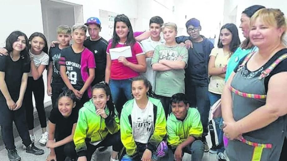 Sorpresa y alegría fueron las emociones más fuertes, este martes, cuando los estudiantes fueron a entregar el dinero.
