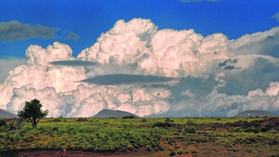 Se viene la tormenta. Uno de los hermosos paisajes que ofrece la ruta 54 en el norte neuquino. Fotos de Alejandro Carnevale.