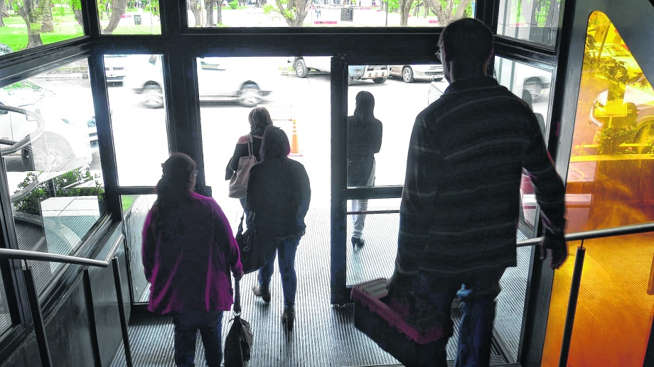 Los empleados estatales que faltan tienen descuentos en sus haberes. Foto : Marcelo Ochoa