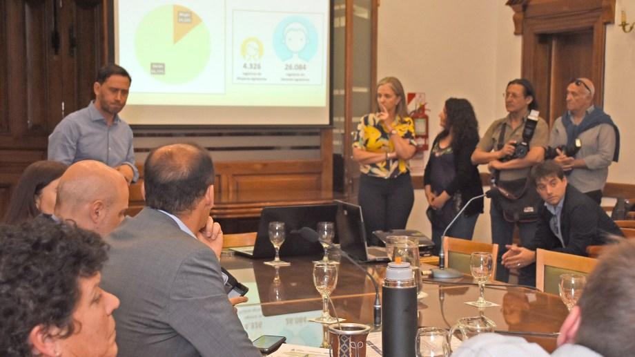 Gutiérrez escuchó la presentación e hizo intervenciones. No respondió preguntas a la prensa. Foto Juan Thomes.