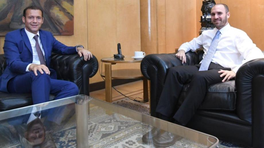 El gobernador fue recibido por el ministro de Economía Martín Guzmán.