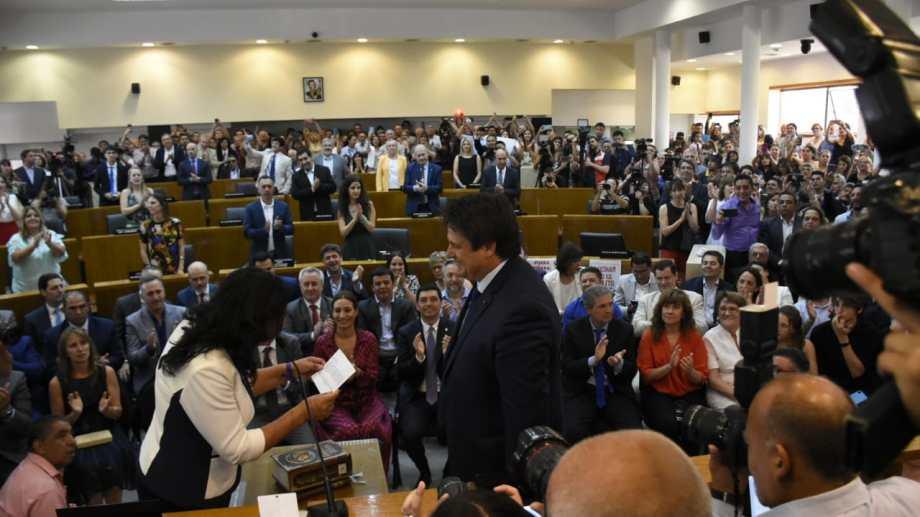 Mariano gaido realiza su juramento como intendente. Foto: Florencia Salto