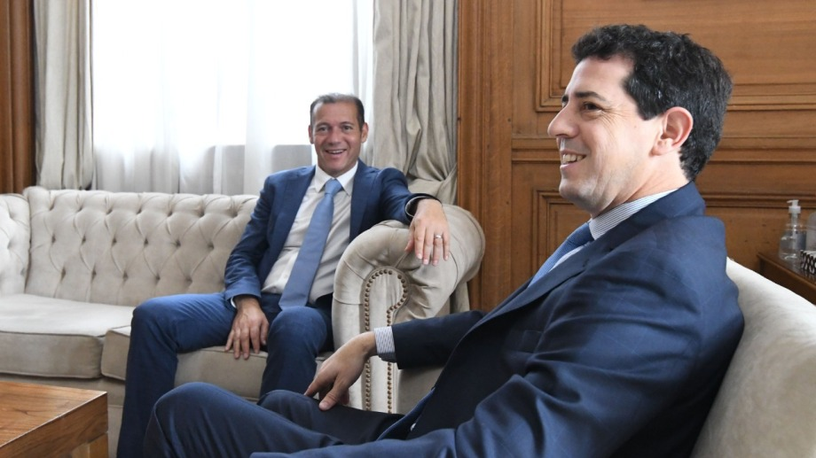 El gobernador en su primera visita oficial al ministro De Pedro. Foto: gentileza.