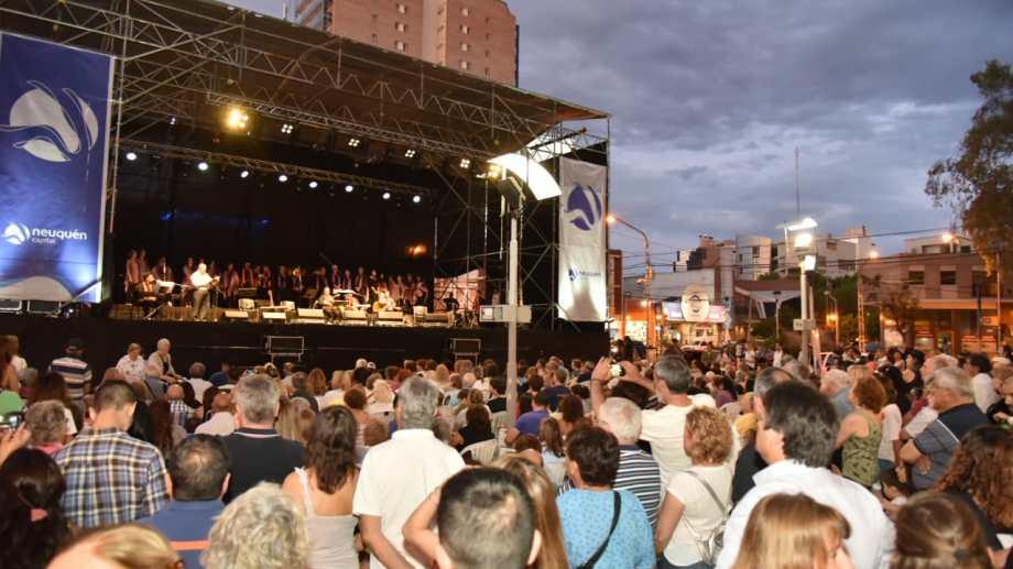 El escenario fue montado en el monumento al General San Martín. Foto: Gentileza