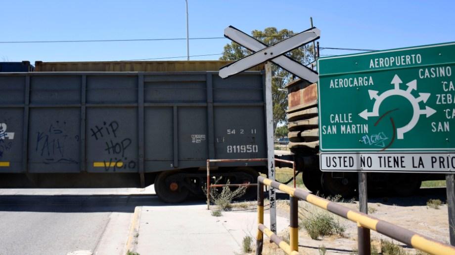 Gaido anunció que los pasos a niveles tendrán barreras automáticas. (Foto: Florencia Salto)