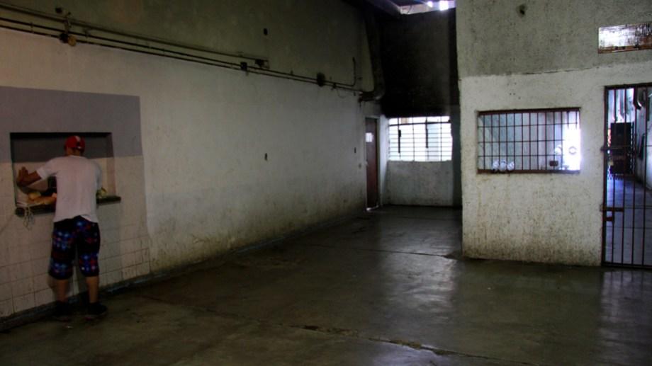 En el Penal 3 de Bariloche hay 123 internos cuando el tope que determina el edificio es para 94. Archivo