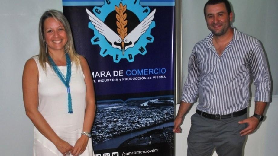 Giselle Iaccarino, la primera presidenta de la Cámara de Comercio de Viedma junto al vicepresidente Dardo Cardelli.