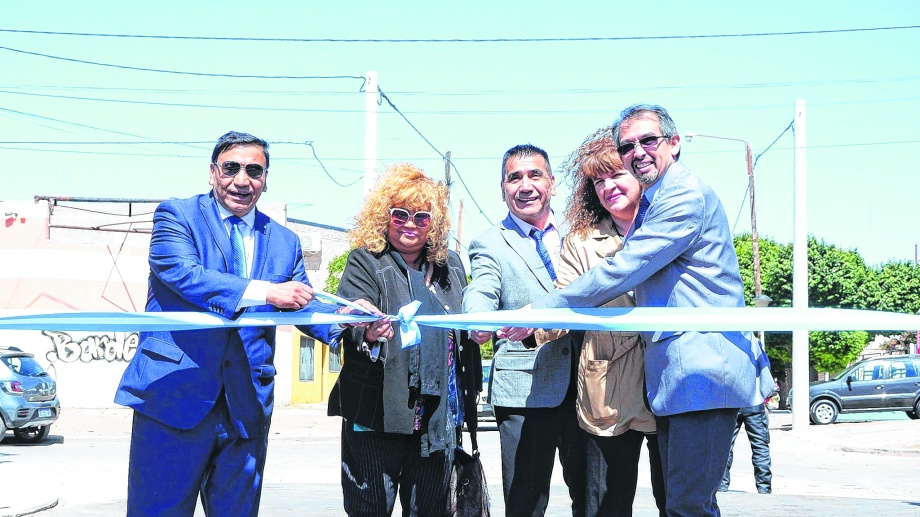 Rioseco ySuárez en un acto oficial. Los jefes comunales mostraron distintas posturas ante la ola de despidos.