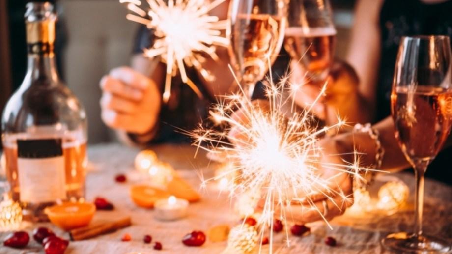 Por Año Nuevo se modifican los horarios de atención en comercios, bancos y organismos. (Gentileza).-