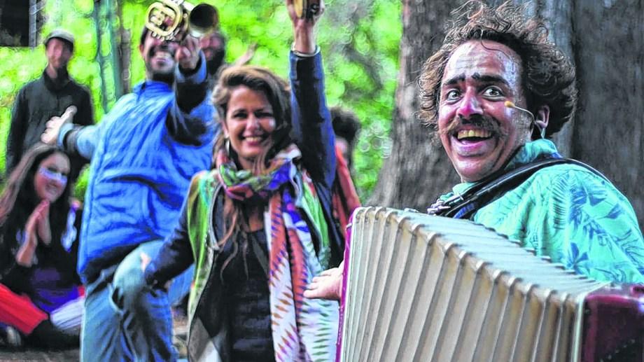 Cuatro jóvenes de Bariloche en los '90 encontraron en el circo una forma de vida. Gentileza