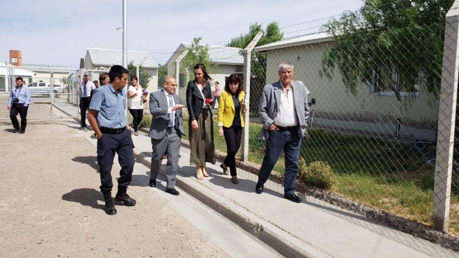 La presidenta del STJ, Adriana Zaratiegui, junto a un equipo de agentes judiciales y del gobierno provincial inspeccionó las cárceles de Cipolletti y Roca. Foto: gentileza