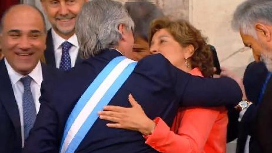 Arabela Carreras saluda al flamante presidente de la Nación. Foto: Gentileza Secretaría de Medios.
