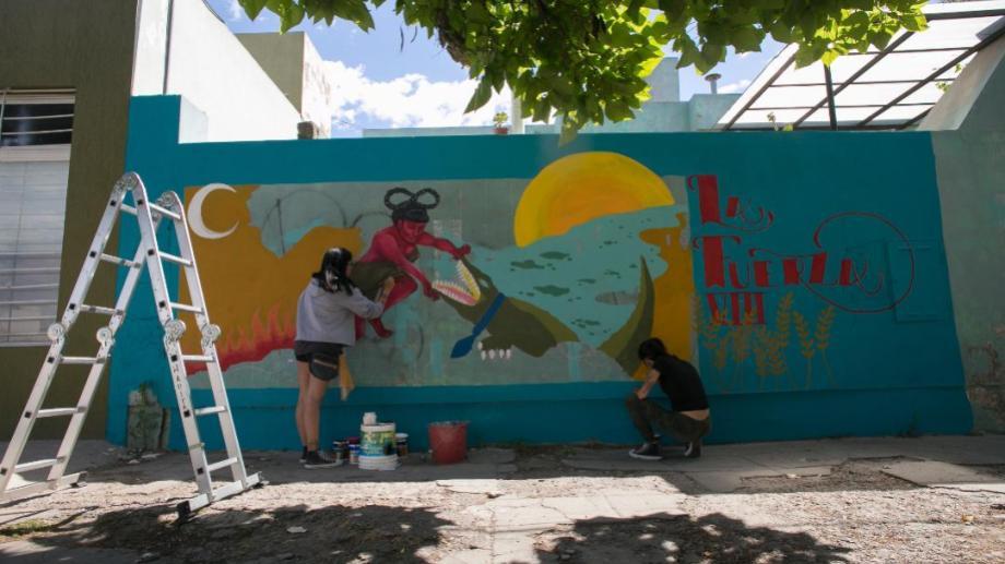 El mural se realizó en calle Roca, casi Alvear en la capital rionegrina. Foto: Pablo Leguizamón.