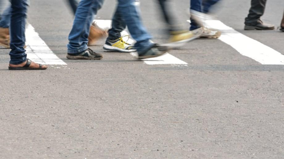 No respetó la prioridad peatonal, chocó a una mujer y deberá pagar más de 700 mil pesos