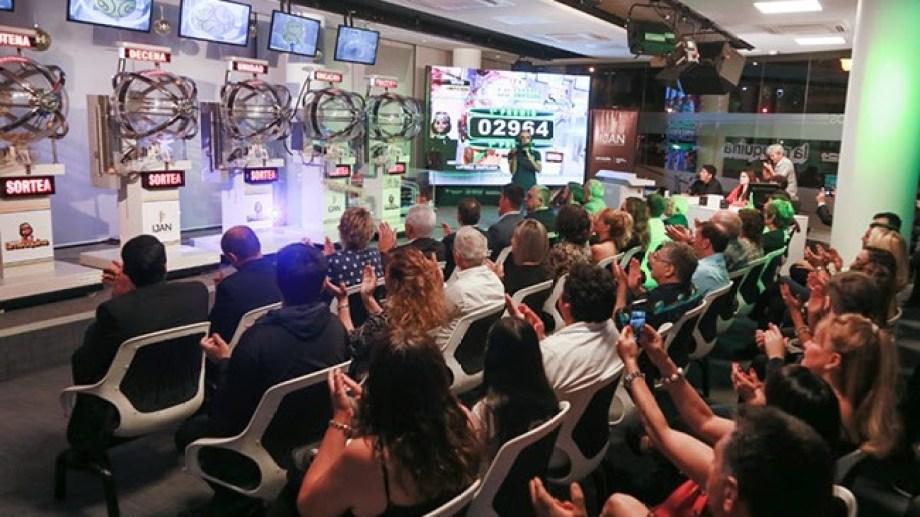 El millonario premio se sorteará en los bolilleros de la Lotería de Río Negro. Foto: archivo gentileza